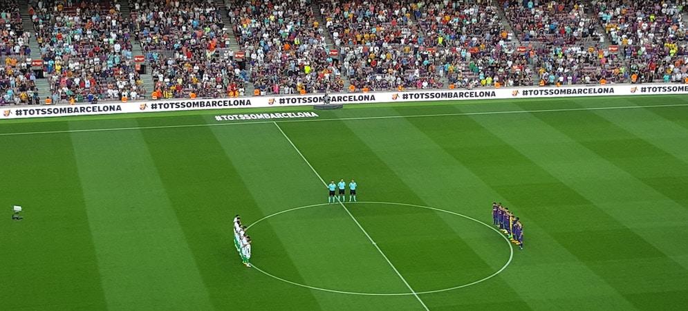 Le Camp Nou a rendu un vibrant hommage aux victimes des attentats de Barcelone et Cambrils (photo: Olivier Goldstein / Equinox)