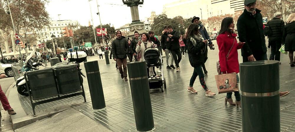 Installation de plots anti-attentat sur la Rambla à Barcelone