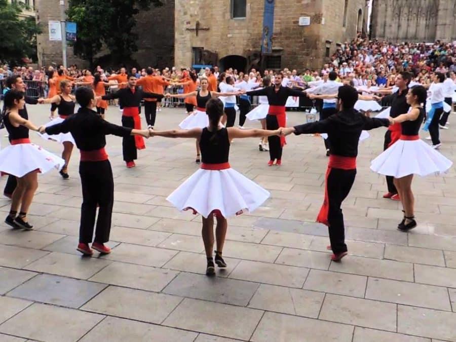 Histoire de la Sardane, la danse catalane interdite sous Franco