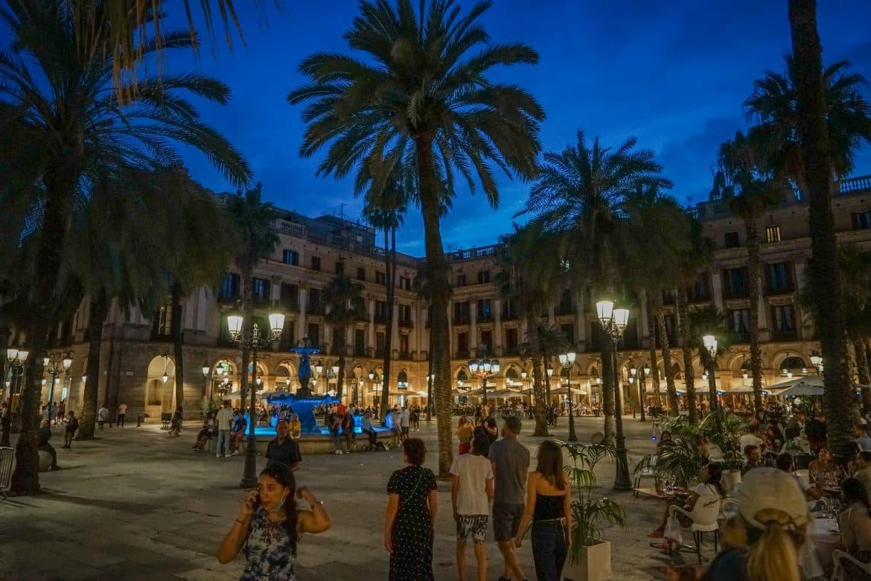 Placa reial nuit Barcelone 2 Clementine Laurent