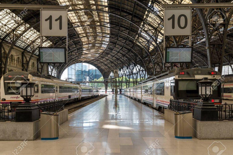 82907008 trains a l estacio de franca a barcelone